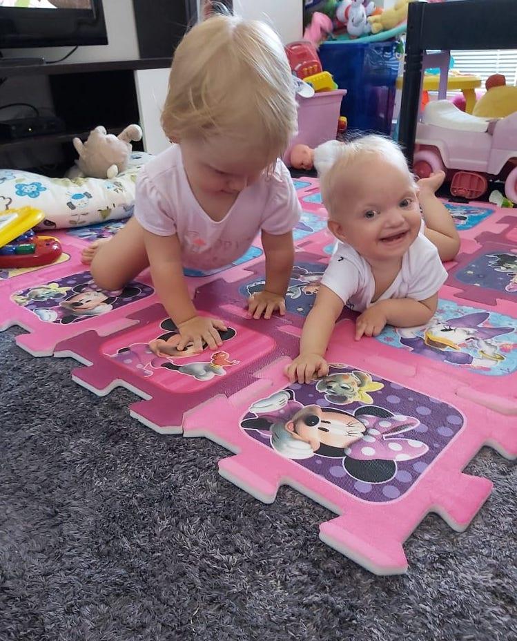 Mia a Lea sa hrajú